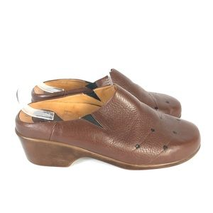 1803 leather clogs